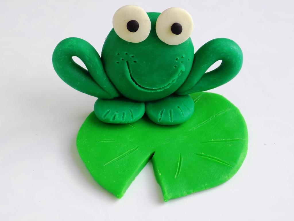Лягушка из пластилина картинка